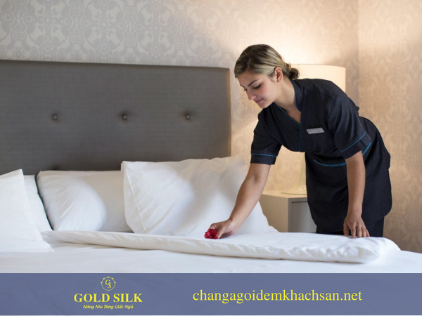 trải ga giường khách sạn